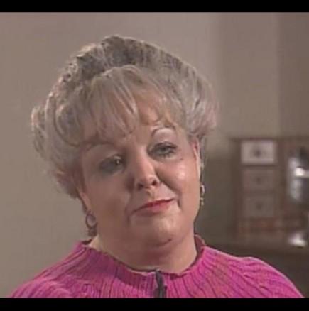 Тя носела една и съща прическа за 23 години