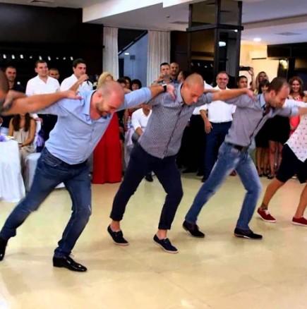 Сватбен танц за чудо и приказ