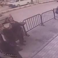 Полицаи хванаха във въздуха 5-годишно дете