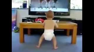 Бебе танцува на песен на Бионсе