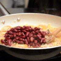 Рецепта за ориз с бекон и боб на фурна