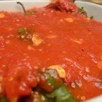 Рецепта за печени чушки с доматен сос