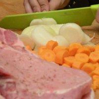 Свински пържоли с пюре от печени зеленчуци