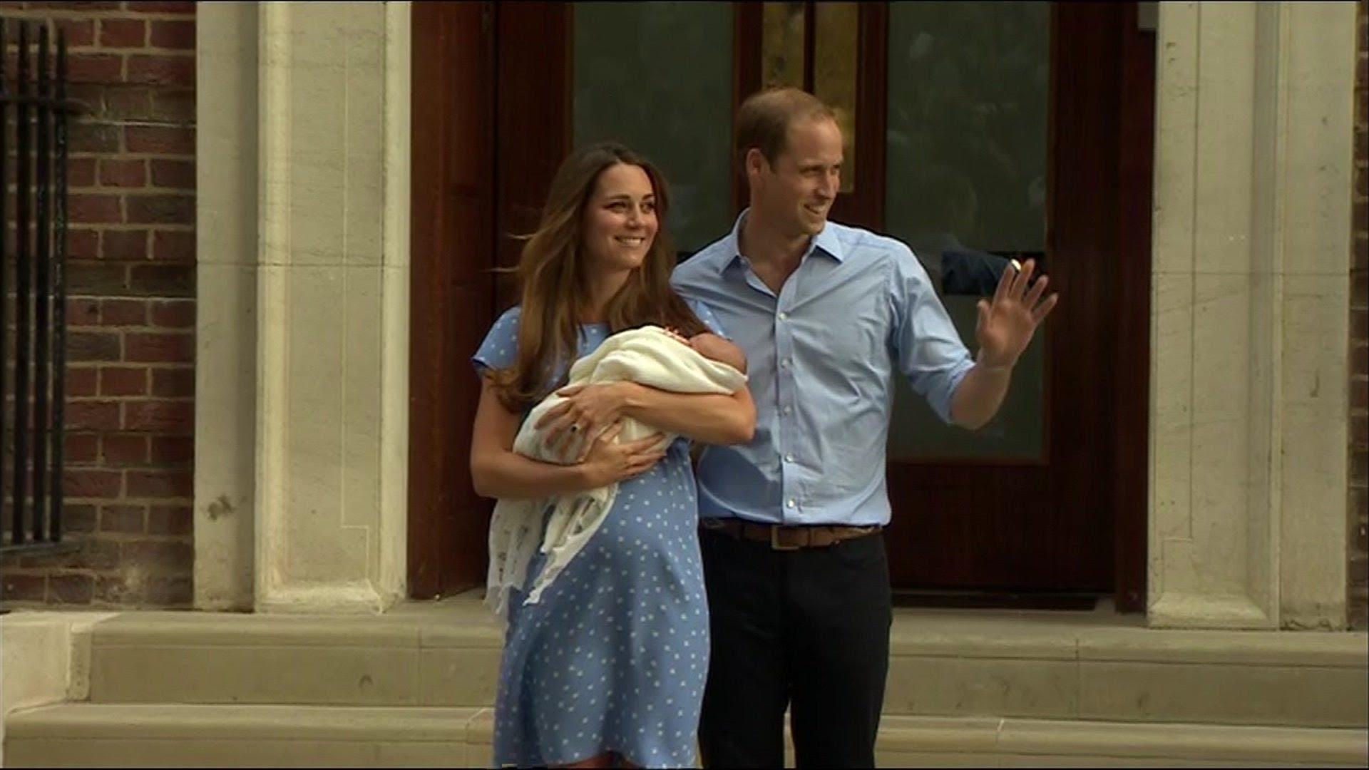 Видео-Кралското бебе с Кейт и Уилям излиза от болницата