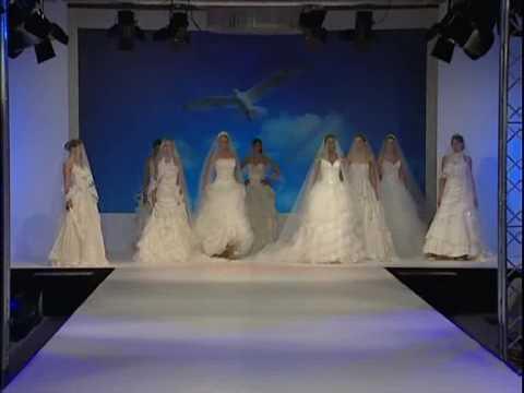 Demetrios Модно шоу на булченски рокли Атина
