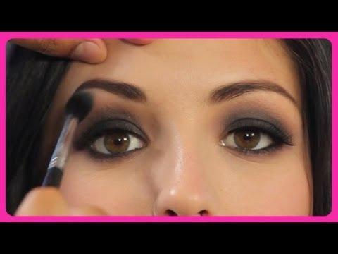 Грим с опушени очи като на Demi Lovato