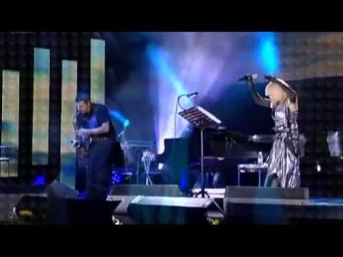Лили Иванова с песента Няма бряг