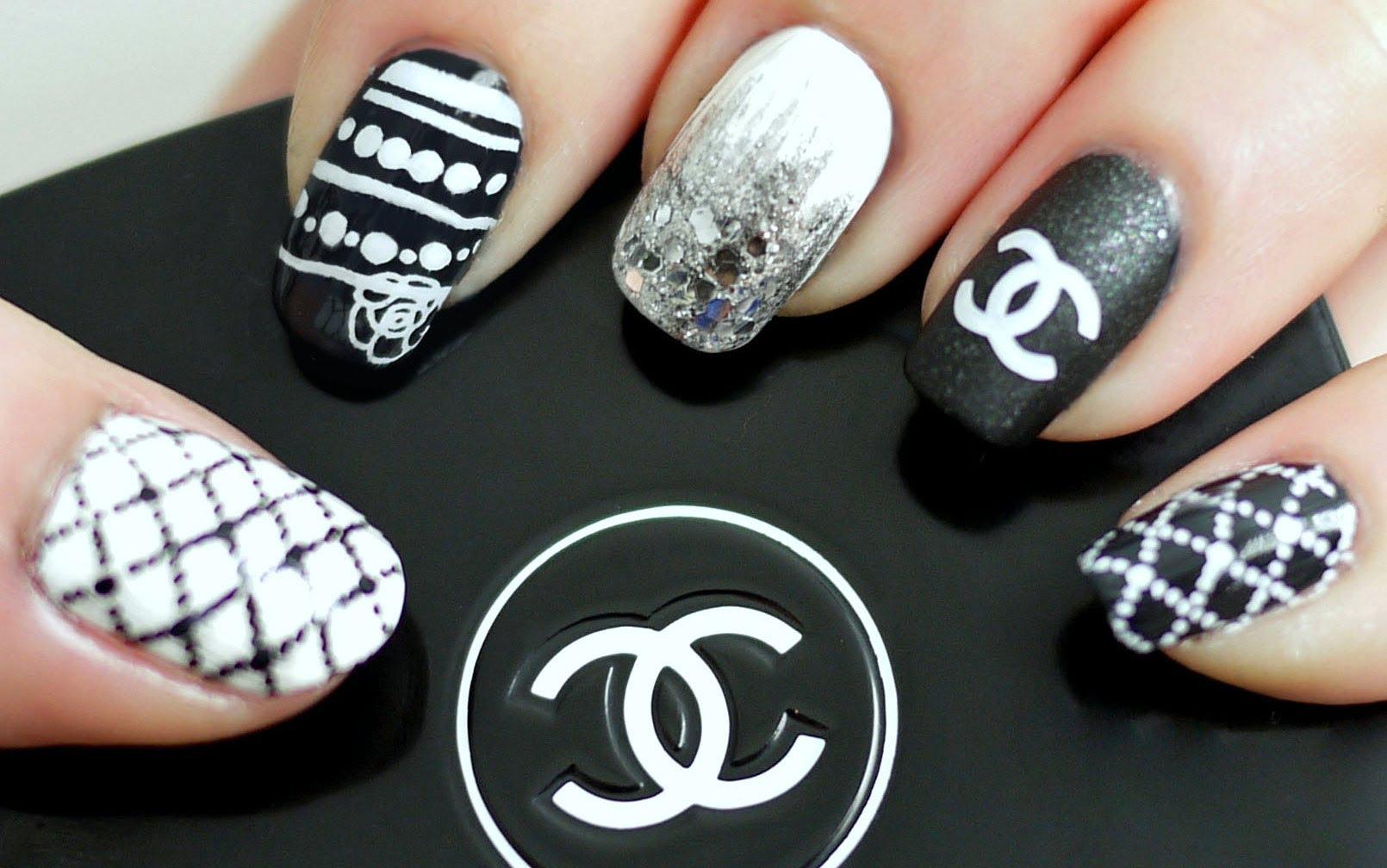Маникюр Chanel в черно и бяло