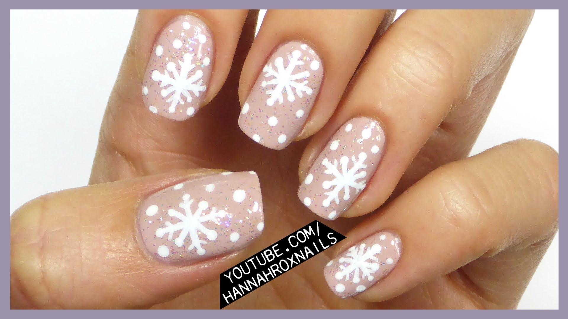 Лак със зимни снежинки
