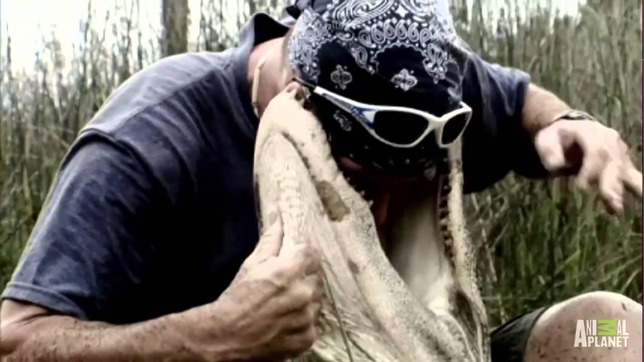 Крокодил захапва главата на мъж