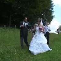 Тежък живот чака този младоженец с такава булка до себе си