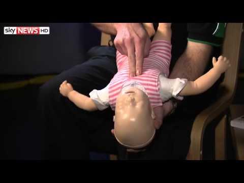 Първа помощ при задавяне на бебе