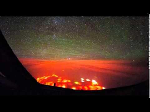 Мистериозна оранжева светлина в океана