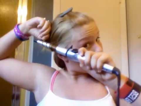 ВИДЕО: Момиче си изгори кичур от косата като за урок в YouTube