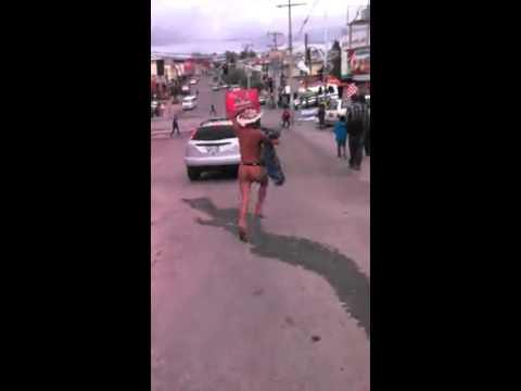 Жена хваната в изневяра, любовникът бяга гол!