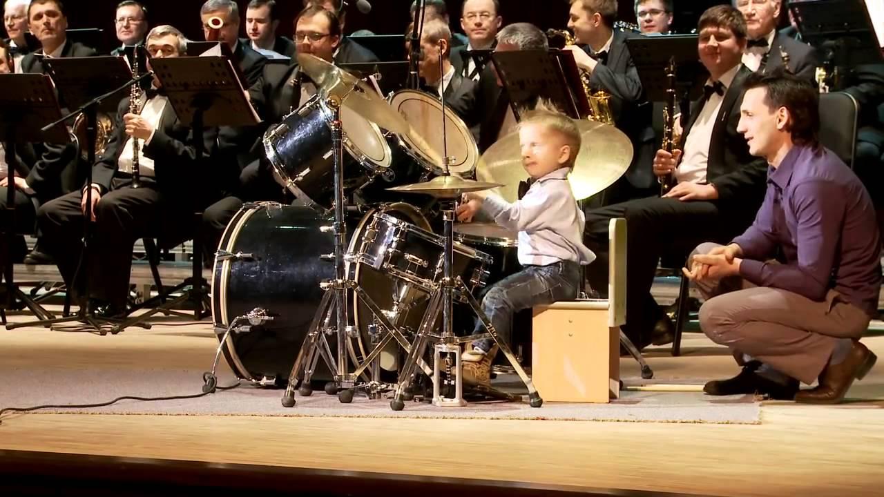 Лейн Шилковски от Русия има само 3 години и е музикален гений