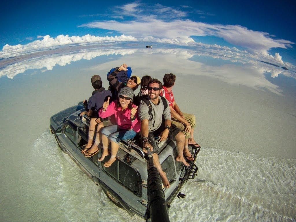 """Околосветско пътешествие за три години през """"селфи"""" снимки"""