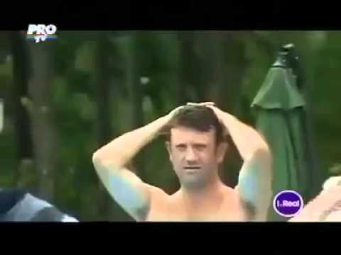 Мъж ходи по вода! Видео