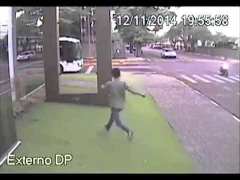 След автобус и жена не се тича