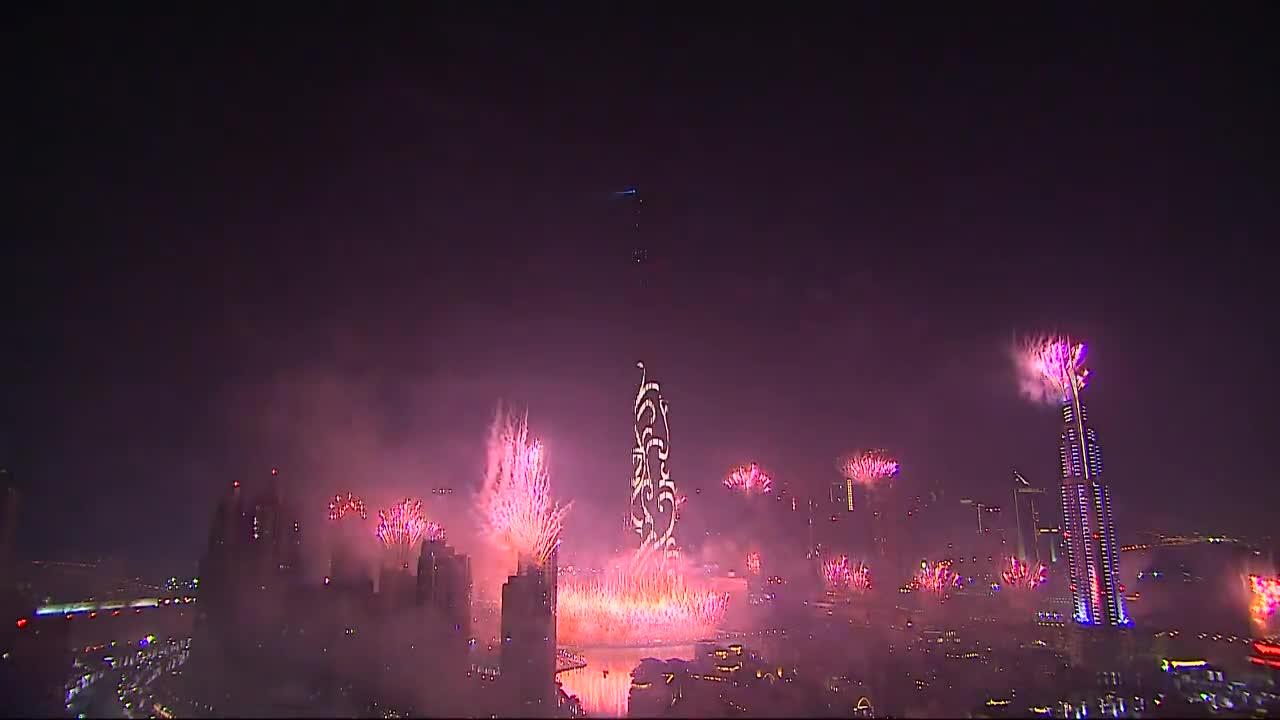 Ето така празнуват Нова 2015 година в Дубай (Видео)