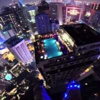 Екстремен скок на 335- метрова кула
