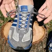 За какво служат най-горните дупки за връзките на маратонките