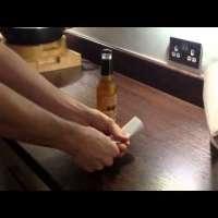 Да отворите бутилка с лист хартия