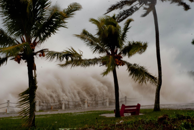 Заради урагана са пострадали най-малко 54 000 деца