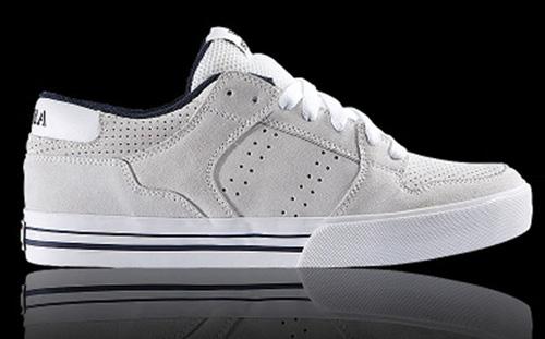 Най-лесният начин за почистване на бели обувки