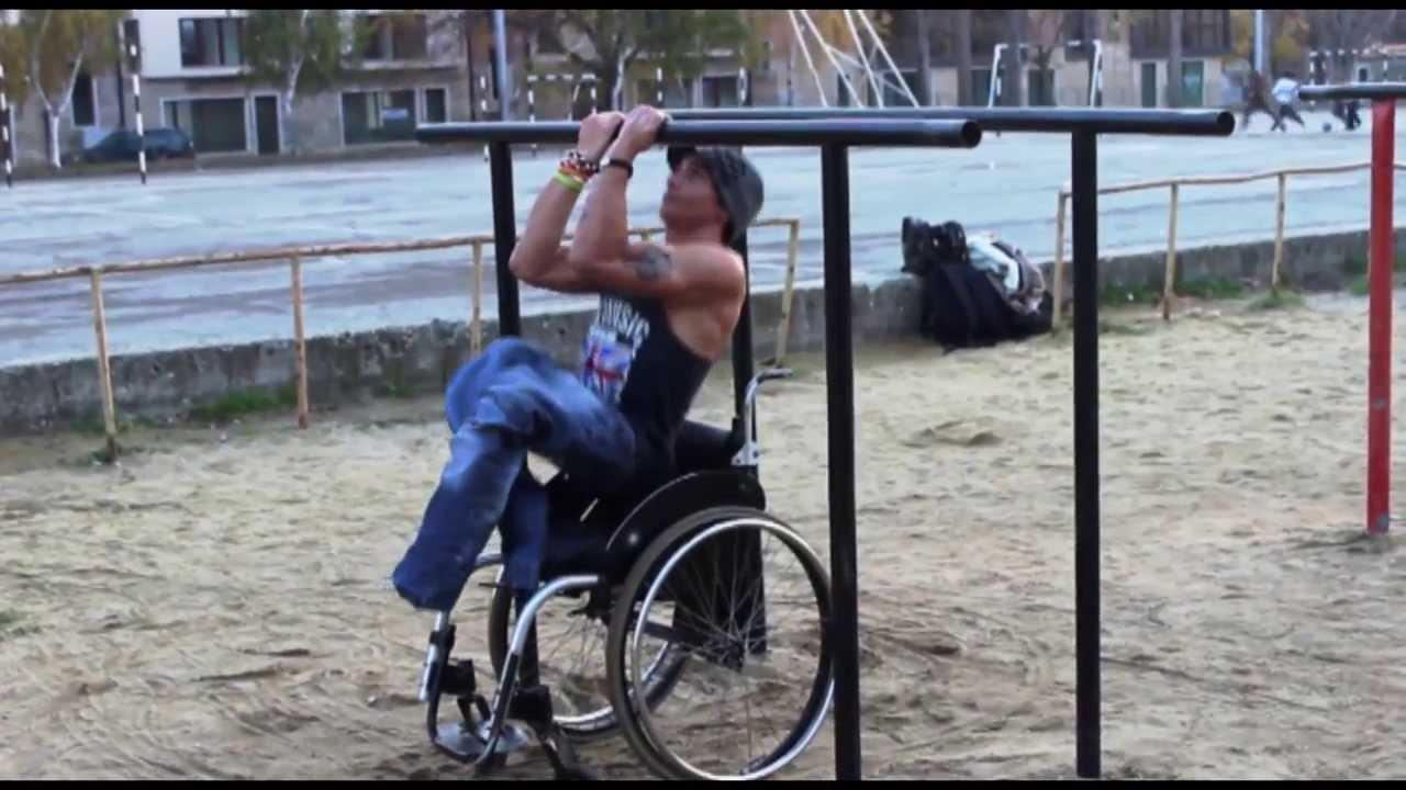 Момче в инвалидна количка взриви цяла България