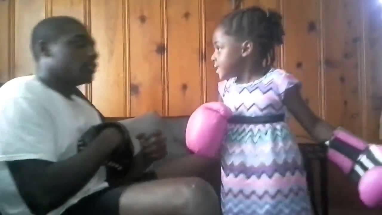 Дъщеря накаутира баща си