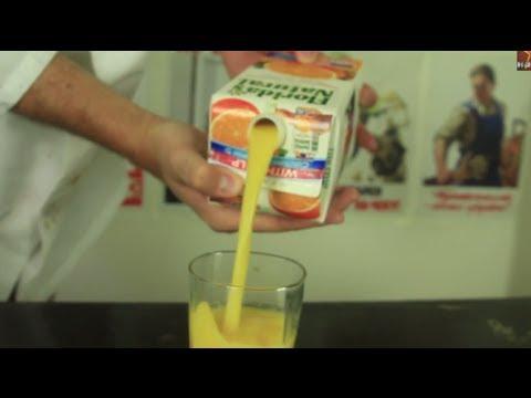 Как да сипваме сок в чаша, без да го изливаме
