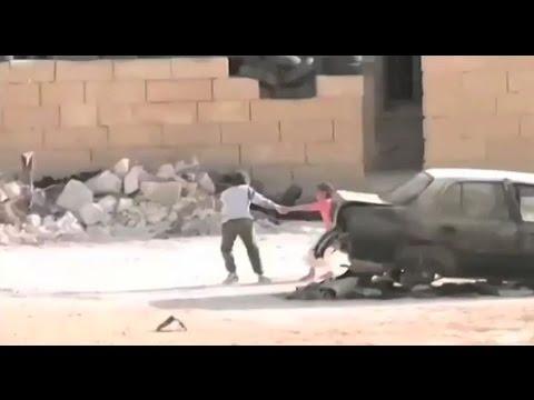 Момче спасило момиче от снайперисти в Сирия!