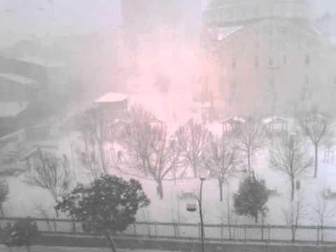 Буря затвори Босфора и летището на Истамбул