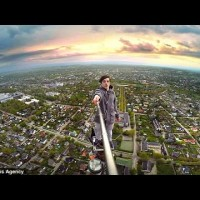 Невероятно: Селфи на височина от 180 метра