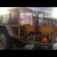 Абитуриент с трактор