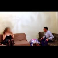 Мъж кара проститутка да играе шах