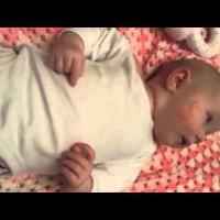Как да събличаме лесно бебето