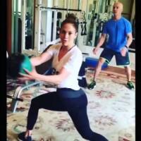 Упражнение на Дженифър Лопес за коремни мускули