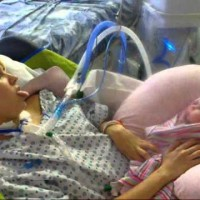 Майка се бори за живота си след раждане