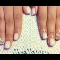 Лак за къси нокти с бляскави кристали