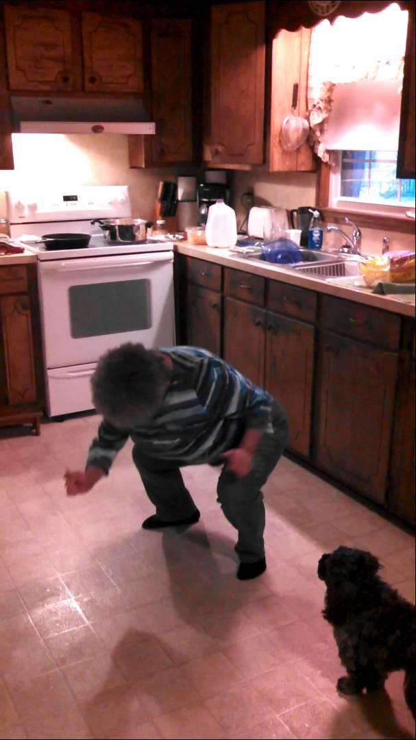 "Уникална баба танцува на песента на Ванила Айс ""Ice Ice Baby"""