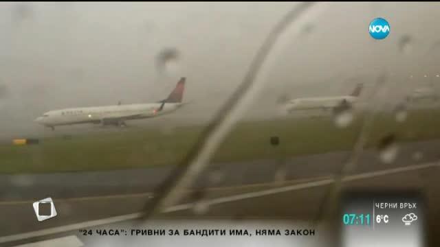 Мълния удари самолет