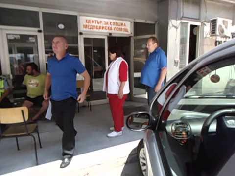 Двама се преобърнаха с колата, докато правят секс
