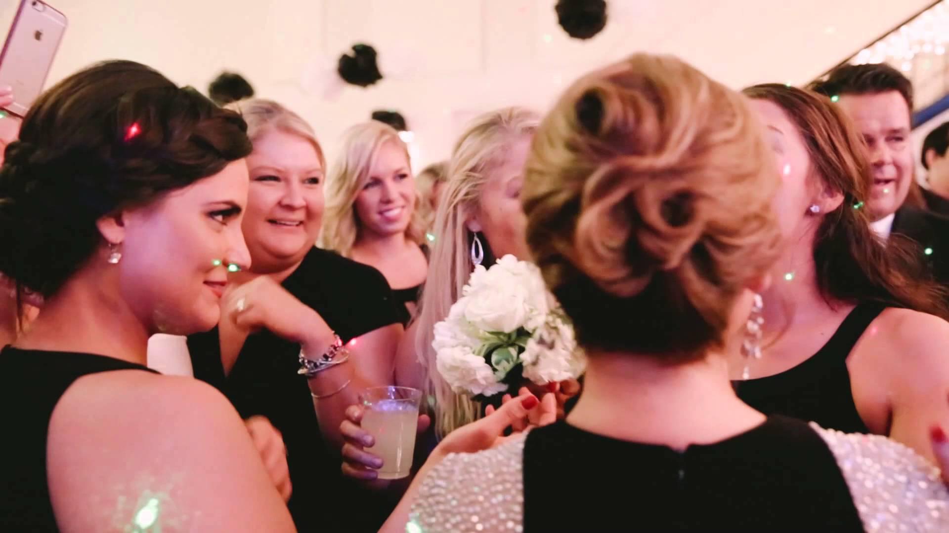 Предложение на брак по време на сватба