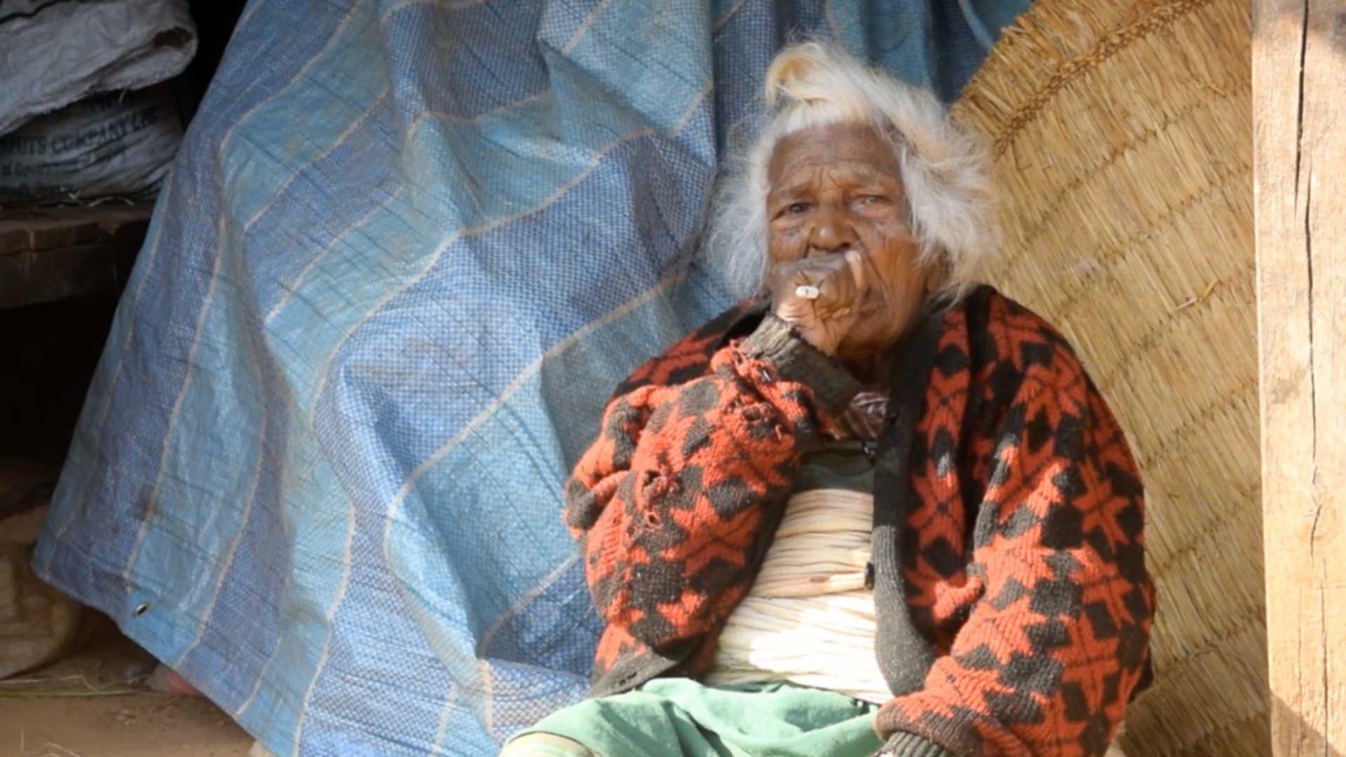 Баба пушачка на 112 години!