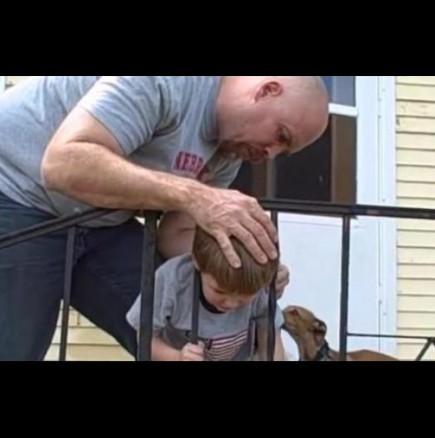 Как да извадим заклещено дете от ограда