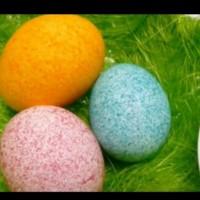 Боядисване на яйца с помощта на ориз