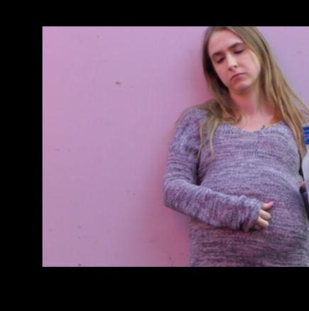 Тази бременна жена възмути всички минувачи покрай нея, с това което правише