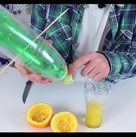 Гениално просто: Вижте как се прави цедка за портокали от 2 пластмасови бутилки (ВИДЕО)!